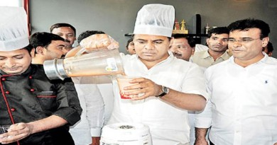 ktr-sold-ice-cream-for-5lakh-rupees