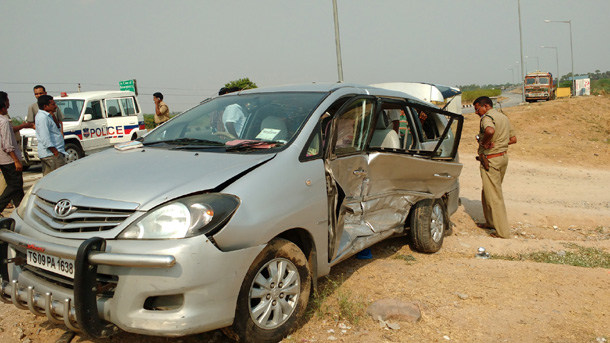 ministers-convoy-meets-with-accident