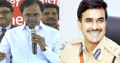 CM-KCR-Appreciates-Commissioner-CV-Anand