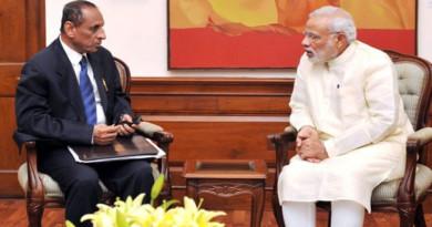 Governor-Narasimhan-meets-Modi