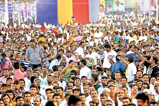 rajinikanth-fans-come-out-on-chennai-streets-to-support-his-entry-in-politics