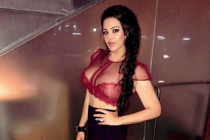 sanjay-dutts-daughter-trishalas-pic-viral-social-media